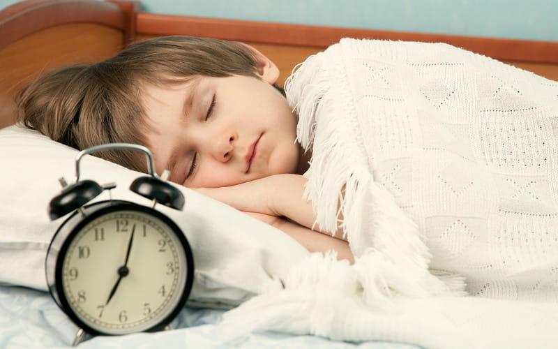 Как научить ребенка рано вставать в школу?